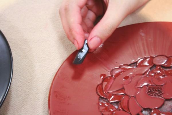 このお皿を研ぐための道具も工芸品に合わせて手づくりされるそうです。