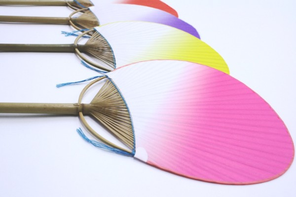 丸亀うちわ「小万月ぼかし」は6種類の色を取り揃えています。